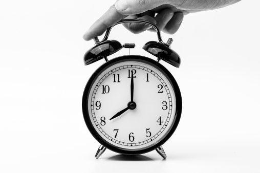 8-o-clock-alarm-clock-analogue-1198264.jpg