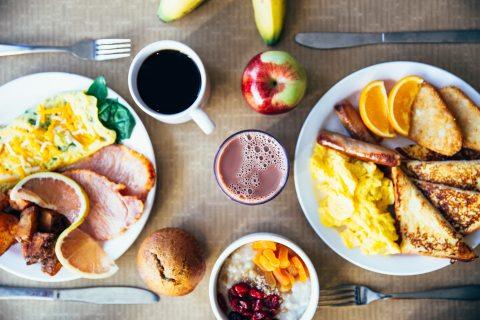bread-breakfast-coffee-374052.jpg